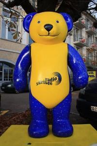 Züri-Bär beim Studio in Rapperswil - Zurich Bear statue outside of studio in Rapperswil - Courtesy of Wikipedia